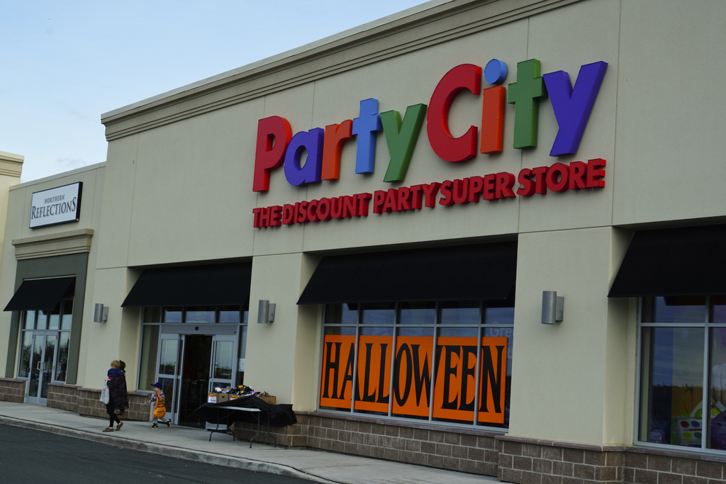 Party-City-Store2